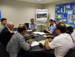 Sindivest e Sindigraf assinam termo de parceria com administradora de cartões